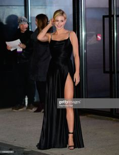 Lili Reinhart is seen in Tribeca on November 12 2018 in New York City Lili Reinhart, Betty Cooper, Blonde Beauty, Girl Crushes, Beautiful Gowns, Well Dressed, Foto E Video, Girl Fashion, Lily