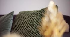 Woonkussen breien in stoere patentsteek - Wolplein.nl | Alles voor breien en haken! Crochet Top, Knitting, School, Women, Fashion, Everything, Moda, Tricot, Fashion Styles