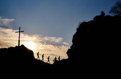 ARBERLANDUltraTrail  Der anspruchsvolle Trailrund um Bodenmais - 60 km und 2500 hm mit 7 Gipfeln erwartet euch! Vom Marktplatz aus führt die Strecke erst auf den Bodenmaiser Hausberg, den Silberberg. Dann lässt es sich über Kronberg, Harlachberg und Sternknöckl noch relativ relaxt laufen, bis es über den Hochfall,