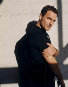 julian mcmahon There's just something about those Aussie men. Cole Charmed, Charmed Tv Show, Phoebe And Cole, Julian Mcmahon, Charmed Sisters, Eric Bana, Evolution Of Fashion, James Mcavoy, Couple Aesthetic