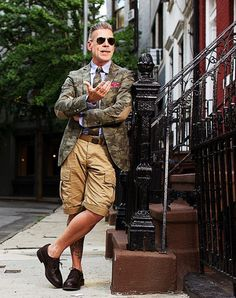 How to Wear a Camouflage Jacket For Men looks & outfits) Cargo Shorts Women, Cargo Pants Outfit, Cargo Jacket, Chino Shorts, Men's Shorts, Smart Shorts, Suit Jacket, Camo Suit, Camouflage Jacket