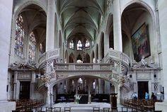 La Chiesa di Saint-Étienne-du-Mont, vicino al Panthéon, conserva l'unico pontile-tramezzo (jubé) di Parigi.