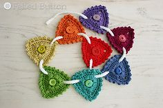 Button bunting...Make this with crochet thread and it would make pretty jewelry!!... Free pattern!