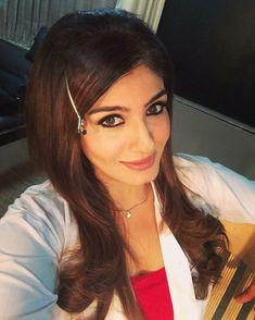 Hanuman Hd Wallpaper, Saree Photoshoot, Indian Celebrities, Pretty Face, Bollywood Actress, Desi, Rave, Arrow Necklace, Actresses