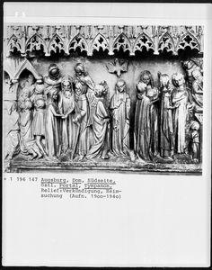 Tympanonrelief, Wanderwerkstätte aus Schwäbisch-Gmünd?, 1377, Augsburg, Dom Sankt Marien — Foto Marburg,  Aufnahme-Nr. 1.196.147;; (9x12);  Fotoinhalt: Verkündigung, Heimsuchung [Annunciation / Visitation]