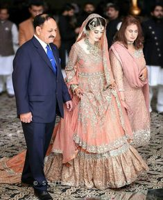 Bridal Mehndi Dresses, Asian Bridal Dresses, Walima Dress, Bridal Outfits, Pakistani Wedding Outfits, Pakistani Wedding Dresses, Pakistani Dress Design, Dress Wedding, Indian Muslim Bride