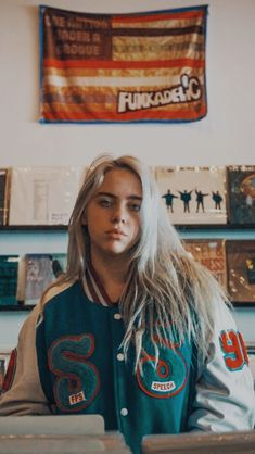 53 Ideas Billie Eilish Aesthetic Wallpaper For 2019 Billie Eilish, Pretty People, Beautiful People, Wallpaper Tumblr Lockscreen, Iphone Wallpaper, Album Cover, Grunge Hair, Her Music, American Singers
