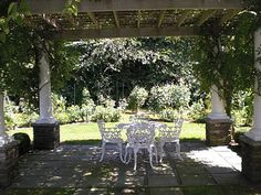 The Hampton's is home to some gorgeous private gardens. Unfortunately many are surrounded by sky high hedges so they can only be seen by ow. Hampton Garden, Backyard, Patio, Outdoor Living, Outdoor Decor, Private Garden, Hedges, Garden Art, The Hamptons