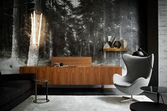 Black has been creeping into interior design as the perfect neutral backdrop option to white. These modern interior spaces offer dark and moody vibes. Decoration Inspiration, Interior Design Inspiration, Decor Ideas, Masculine Interior, Turbulence Deco, Sofa Couch, Piece A Vivre, Dark Interiors, Beautiful Interiors