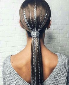 Chained PONYTAIL⛓ we've seen it with glitter.how about some chains? look styled by ✨ inspired… Chained PONYTAIL⛓ we've seen it with glitter.how about some chains? look styled by ✨ inspired… Ponytail Hairstyles, Weave Hairstyles, Cool Hairstyles, Wedding Hairstyles, Hairstyle Photos, Ponytail Ideas, Hairstyle Ideas, Hair Ideas, Hair Inspo