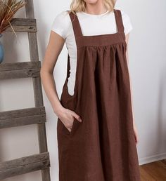 Linen Japanese Apron Dress / Washed Linen Summer Pinafore/ Artist Smock / Apron Crossback / Flax Tunic Made with pure washed softened linen. Boho Fashion, Winter Fashion, Fashion Dresses, 90s Fashion, Fashion Tips, Fashion Trends, Clothing Patterns, Dress Patterns, Apron Patterns