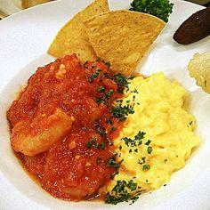 とろとろのスクランブルエッグに海老のトマト煮を絡めて食べると最高です(^^) - 83件のもぐもぐ - 海老のトマト煮~ウッフ・ブルイエ添え~ by Yutaka Sakaguchi