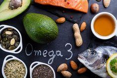 Tučné ryby, lněná a chia semínka či vlašské ořechy představují super zdroje mastných kyselin. Kolik jich denně sníst a v jaké formě? Čtěte na BezHladovění.cz.