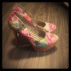 Jessica Simpson Heels Pretty floral Jessica Simpson stilletto heels with wood design platform. Jessica Simpson Shoes Heels