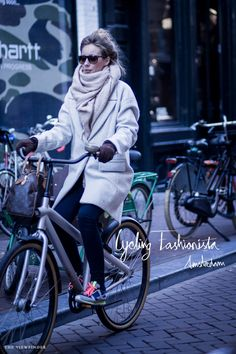 Street style: Cycling fashionista, Amsterdam (I need to get ready for cooler weather cycling soon. A scarf that size would help!)