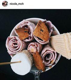 Hay infinitas posibilidades de sabor en Sweet Rolls 😋 @nicole_mch escogió mora con mango...😍🍇🍋 ¿Qué sabor escogerás hoy? Comenta aquí👇👇