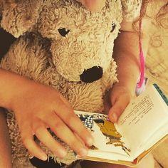 Remembering the good old days when I was read a bed time story... . . #bedtimestories #bedtime #vorleser #plushielife #puppiesofinstagram #stuffedanimalsofinstagram #plushiesofinstagram #hundeliebe #kuscheltier #kuscheltierliebe #flauschig #fff #dogsofberlin #booklover #bookworm #lovelaughlobilat
