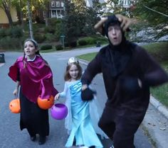Your favorite parody-producing YouTube family is back! This time with a Halloween-tastic take on Gin and Juice, featuring the family dressed up as the Frozen brigade.  We know just how we're spending Halloween - with our …