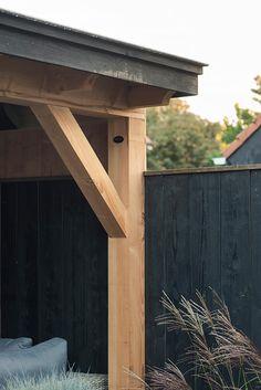 buitenpracht-houten-veranda-openhaard-houtopslag (4) Fresco, Porch Veranda, Outdoor Furniture, Outdoor Decor, Outdoor Living, Pergola, Backyard, Deck Patio, Garage Doors