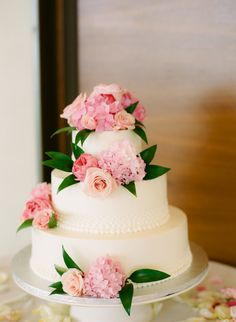 White Cake with Pink Hydrangea and other flowers perfect for spring weddings