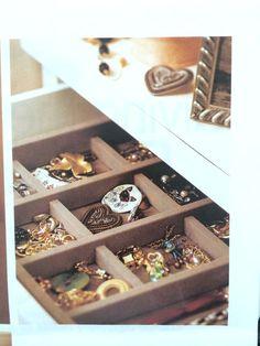 Jewelry drawer storage