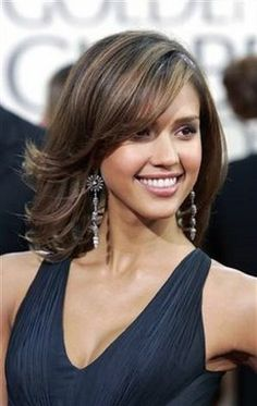 jessica alba's shoulder length hair with long side swept layered bangs