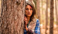 A bear happens upon two campers in a tent in this clip from the dramatic thriller Backcountry starring Missy Peregrym, Jeff Roop, and Eric Balfour. Van Helsing Season 2, Van Helsing Tv Show, Sci Fi Movies, Movie Tv, Tequila Sunrise 1988, Camping Tv Show, Eric Balfour, Sci Fi News, New Clip
