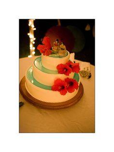 Hibiscus Motiff cake at a wedding held at Sugarman's Estate in Maui