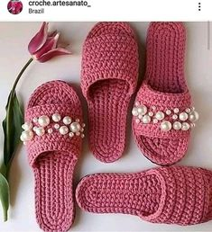 crochet pink slippers with pearls Crochet Sandals, Crochet Boots, Crochet Slippers, Love Crochet, Crochet Clothes, Crochet Baby, Crochet Slipper Pattern, Crochet Patterns, Crochet Flip Flops
