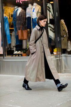d9731321ef4e063ebbee79298fa36f56 New York Street Style, Street Style Fashion Week, Looks Street Style, Street Style Edgy, Cool Street Fashion, Looks Style, Looks Cool, Street Styles, New York Style