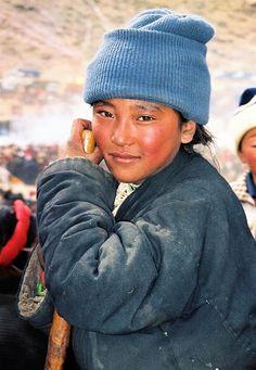 Tibet - Portrait d'enfant tibétain. Le Tibet est un pays à part entière, il n'est pas la Chine, et le génocide et la destruction de son environnement sous la dictature du gouvernement chinois.