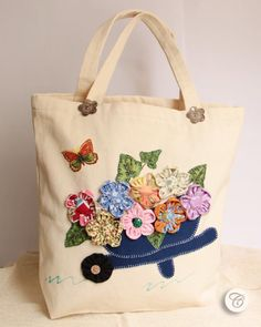 New Basket Fabric Diy Tote Bags Ideas Patchwork Bags, Quilted Bag, Fabric Crafts, Sewing Crafts, Flower Bag, Cotton Shopping Bags, Diy Tote Bag, Embroidery Bags, Diy Bags