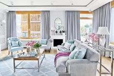 Miętowy salon mieni się w słońcu różnymi odcieniami zieleni i błękitów. fot. Aneta Tryczyńska #shinny #room #design #home #decorating #mint #blue #grey #white #sunny #inspiration #Poland