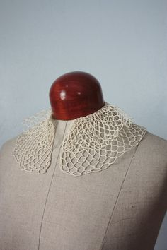 vintage 40s crochet collar--good idea for something similar, but needs to be tatted OF COURSE!