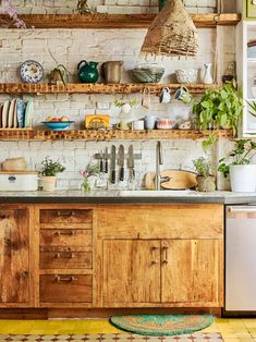 If you are looking for Bohemian Style Kitchen Decor Ideas, You come to the right place. Below are the Bohemian Style Kitchen Decor Ideas. Boho Kitchen, Rustic Kitchen Decor, Home Decor Kitchen, Kitchen Furniture, Kitchen Ideas, Modern Kitchen Cabinets, Kitchen Cabinet Design, Kitchen Flooring, Interior Design Kitchen