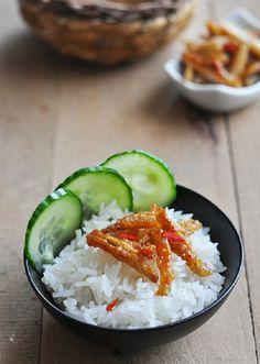 Cách làm món cá cơm rim nước mắm cho bữa cơm ngày mưa