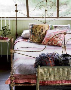 Sleeping porch, love the iron bed Extra Bedroom, Home Bedroom, Bedroom Decor, Bedroom Linens, Design Bedroom, Serene Bedroom, Shabby Bedroom, Warm Bedroom, Cottage Bedrooms