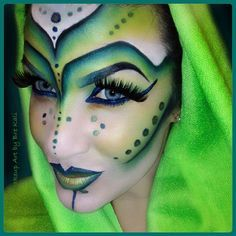 Love this strong, dotted green contour!