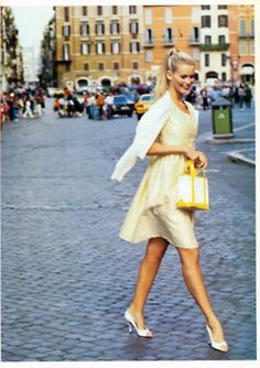 """Roman Holiday"" Vogue, December 1994 photographer: Arthur Elgort Claudia Schiffer yellow checked dress, white sweater ru_glamour: Римские каникулы: Claudia Schiffer by Arthur Elgort for Vogue US December 1994 Parisienne Chic, Claudia Schiffer, Passion For Fashion, Love Fashion, Yellow Fashion, Timeless Fashion, Fashion Styles, Arthur Elgort, 90s Models"