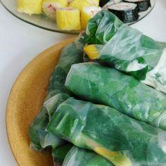Vietnamesse summer rolls / rollos vietnamitas  con mango queso crema y espinacas