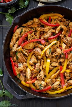 30 Quick & Easy One Pot Meals Skillet Chicken Fajitas – With no sketchy ingredients, less than 300 calories per serving and 34 grams of satiating protein, let dinner sizzle tonight. Iron Skillet Recipes, Cast Iron Recipes, Skillet Meals, Skillet Chicken, Steak Fajitas, Cast Iron Chicken Recipes, Skillet Lasagna, Mexican Food Recipes, Snacks