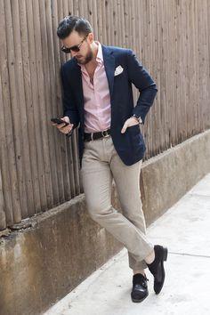 Pink & navy fashion mens fashion:cat, business casual men a Trajes Business Casual, Business Casual Men, Blazers For Men Casual, Mens Wardrobe Essentials, Men's Wardrobe, Summer Business Attire, Business Outfits, Men's Business Fashion, Business Travel