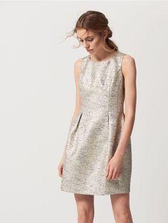 Rozkloszowana sukienka ze złotym połyskiem, MOHITO, QL864-18X