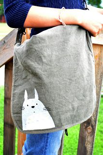One Golden Apple: Bettering a bag - Totoro freezer stencil DIY Totoro, Freezer Paper Stenciling, Golden Apple, Vinyl Paper, Diy Purse, Stencil Diy, Sewing Accessories, Printed Bags, Cute Tshirts