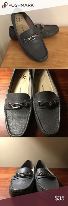 Isaac Mizrahi Live Gray Mocassins Size 8.5 M Isaac Mizrahi Live Alexis Mocassins Size 8.5 M Worn once  Leather Upper Silver Hardware Excellent Condition Isaac Mizrahi Shoes Moccasins