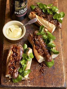 Cumberland sausage hot dogs with beery onions recipe. These hot dogs with beery onions from Debbie Major make a perfect TV supper on a Friday night. Onion Recipes, Sausage Recipes, Cooking Recipes, Cumberland Sausage, Ideas Sándwich, Fingerfood Party, Gastro Pubs, Hot Dog Recipes, Free Recipes
