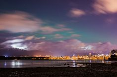 Aurora Borealis seen from Kits Beach, Vancouver BC Most Beautiful Cities, Wonderful Places, Beautiful Scenery, Downtown Vancouver, Light Images, Night Photos, Best Places To Travel, Whistler, Countries Of The World