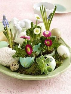 Easter Decorations 538672805416719008 - 60 Creative Ways to Decorate With Easter Eggs Family Holiday Source by Easter Flower Arrangements, Easter Flowers, Easter Centerpiece, Table Centerpieces, Spring Flowers, Easter Table, Easter Eggs, Deco Floral, Floral Design