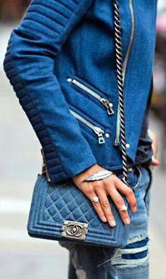 5a809c87853d 多くのハイブランドがデニムのアイテムを続々と発表しています。ファッションアイテムのバッグをデニム素材にするとコーデもトレンド感アップですね♡