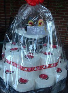 Wc rollen taart voor een 25 jarige bruiloft.